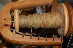 Bobben of dyed wool
